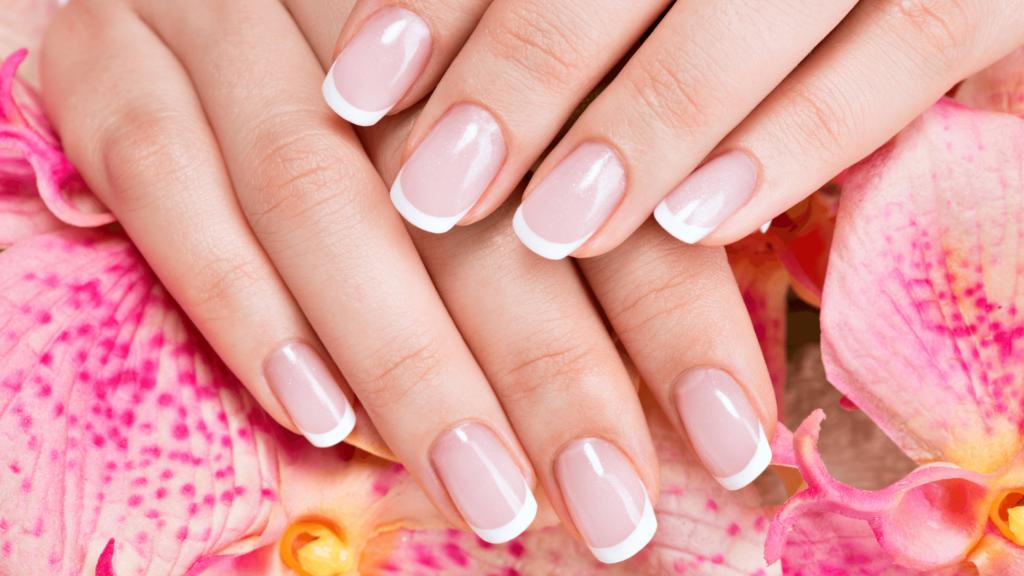 French manicure: come prepararle al meglio