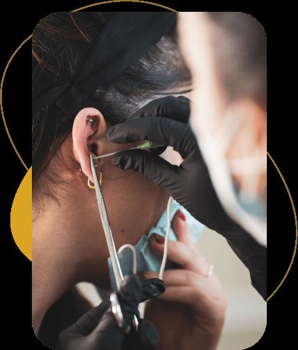 Servizi di applicazione piercing ornamentali